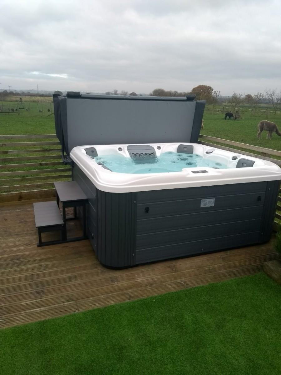 high quality hot tubs uk