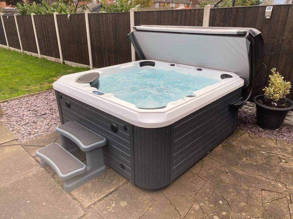 The Vivian Hot Tub