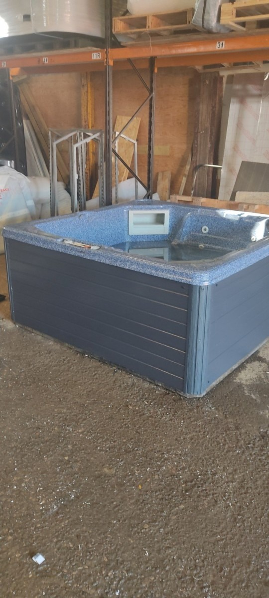 Canadian Spa 1 Lounger Plus 4 Seats - ***Deposit taken - Reserved for Rob***