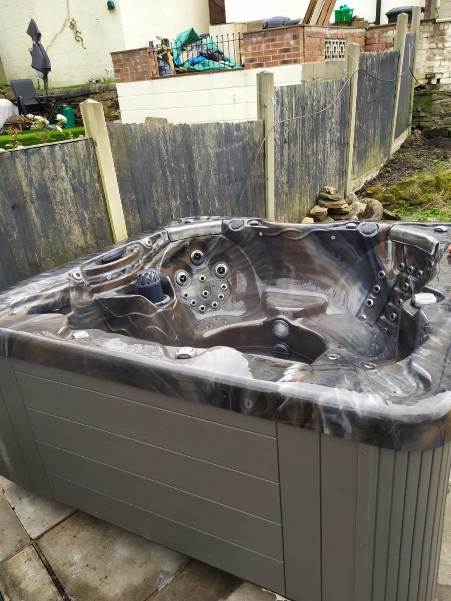 Superior Spas Hot Tub ***Deposit taken ***