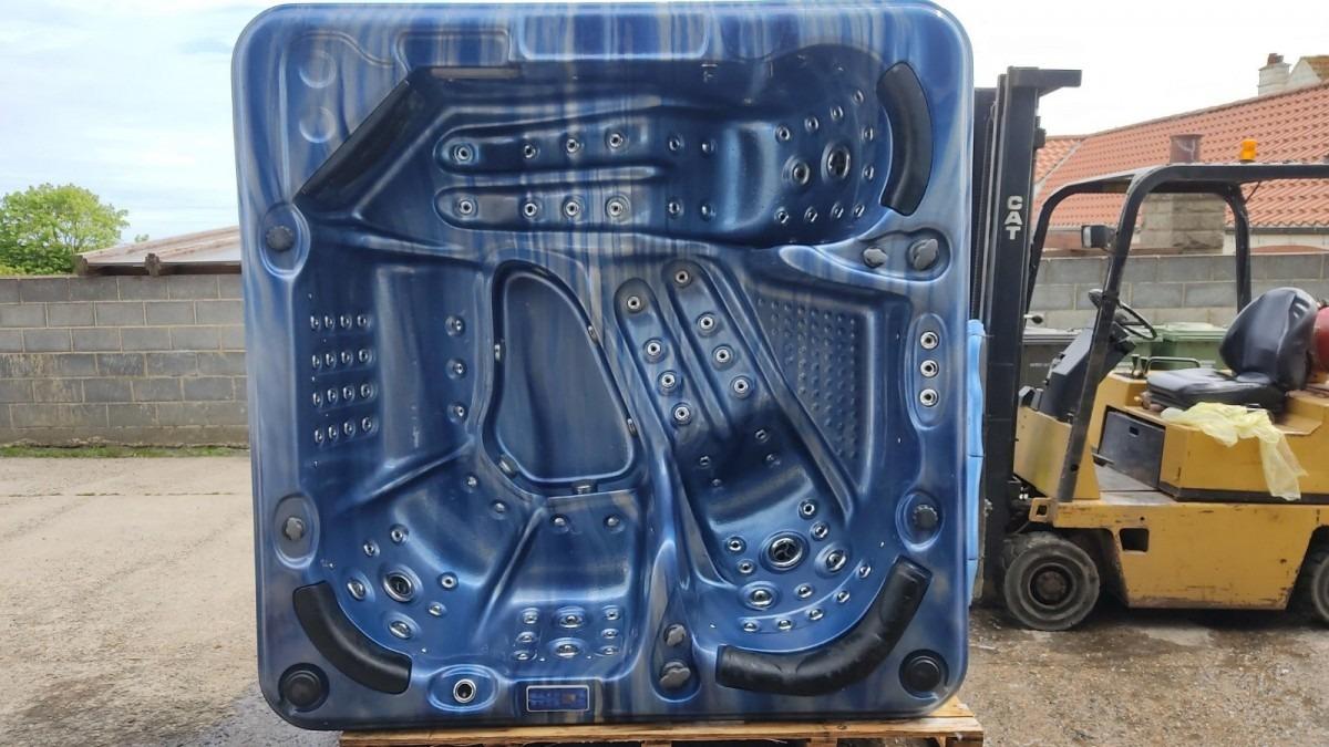 Large Blue Hot Tub - ref UHT111 *** Deposit Taken for Nicola ***