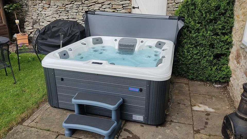 The Fabulous Vegas Hot Tub – in stock now –