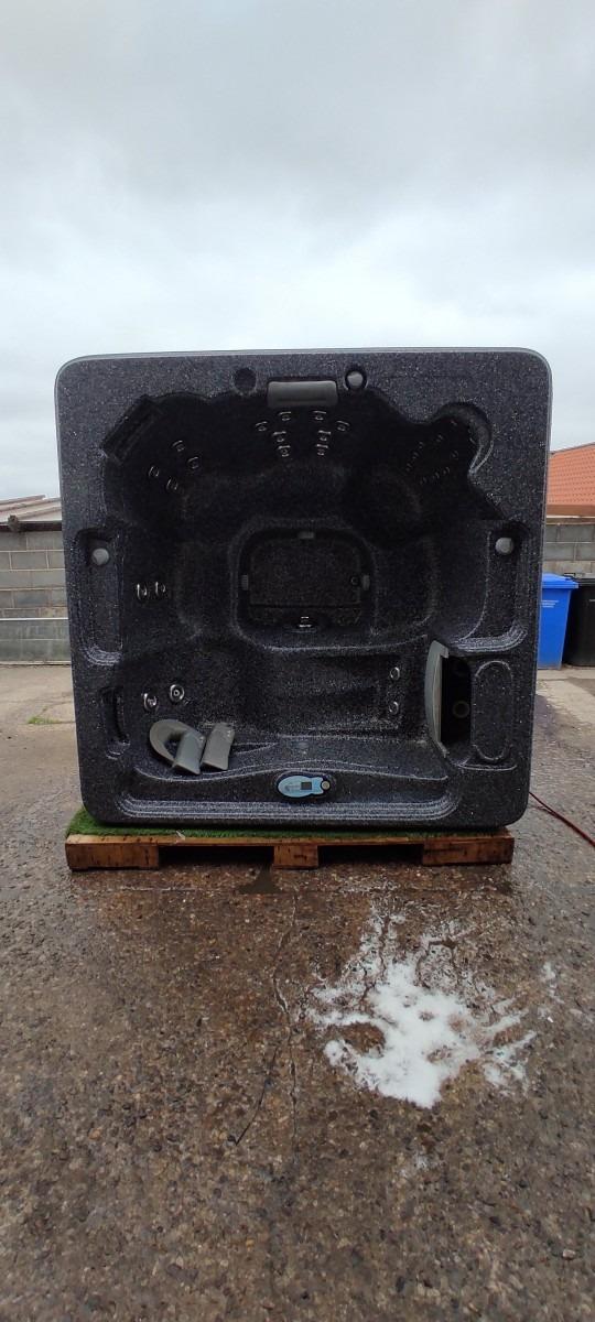 UHT116 - 1 Lounger 5 Seats Hot Tub