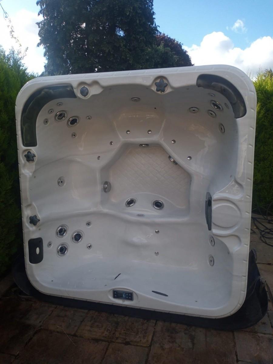 Balboa Hot Tub - Single Lounger - 4 Seats